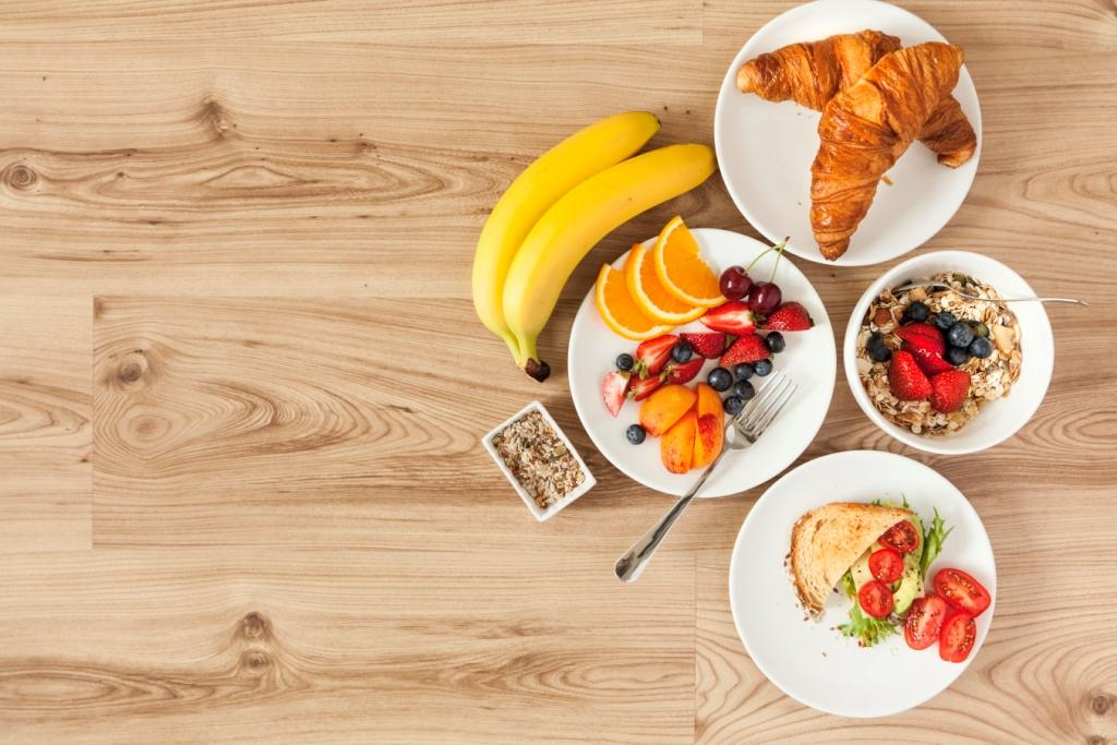 A healthy balanced diet is a good foundation for the eyes (Picture designed by Freepik).