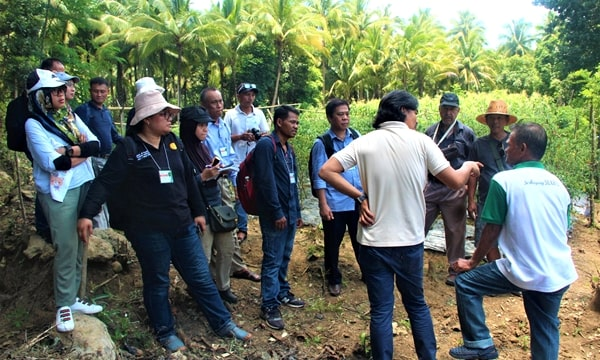 Participants visit the chili pepper farm of Mr. Placido Marjes in Brgy. Sta. Cruz, Guinayangan, Quezon.