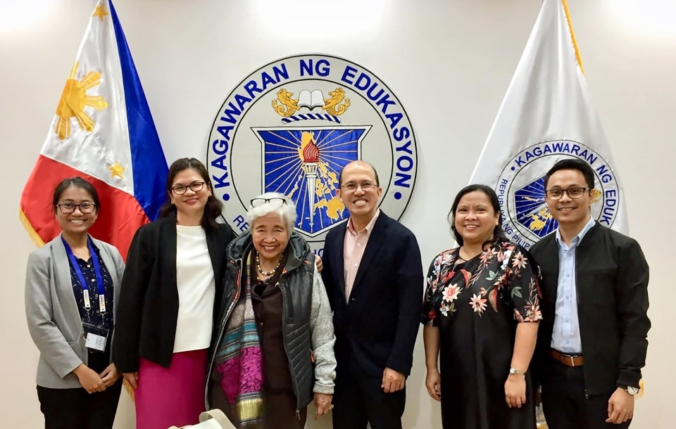 Secretary Briones (third from left), DepEd OIC-Assistant Secretary for Curriculum and Instruction Alma Ruby Torio (second from left), and DepEd International Cooperation Office Project Development Officer Farida Bianca Velicaria (leftmost) with the SEARCA delegation composed of Dr. Gregorio (third from right); Dr. Maria Cristeta N. Cuaresma (second from right), SEARCA Program Head for Graduate Education and Institutional Development; Mr. Sonny P. Pasiona (rightmost), SEARCA project staff. (Photo courtesy of DepEd)